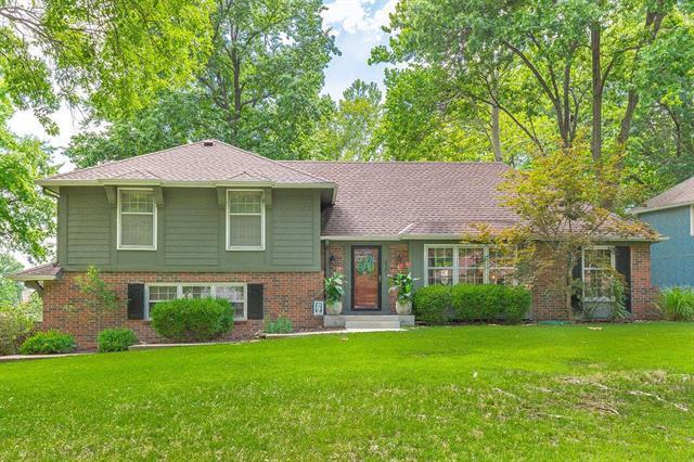 6301 W 101st Place, Overland Park, KS 66212 (#2119227) :: No Borders Real Estate