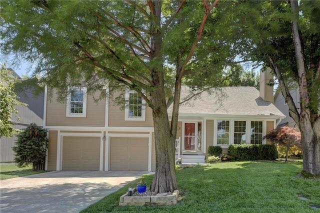 21717 W 49th Street, Shawnee, KS 66226 (#2119263) :: Char MacCallum Real Estate Group