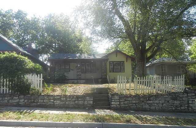 4433 S Benton Avenue, Kansas City, MO 64130 (#2119281) :: Edie Waters Network