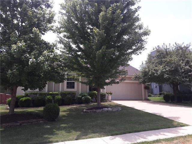 1331 S 6th Street, Louisburg, KS 66053 (#2119373) :: Edie Waters Network