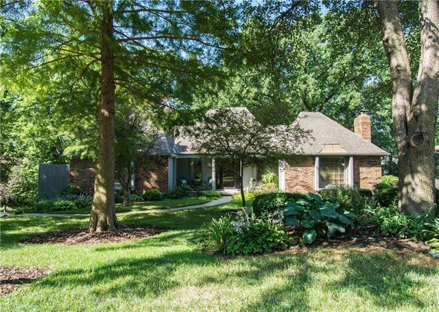9309 NW 76th Terrace, Weatherby Lake, MO 64152 (#2119379) :: Edie Waters Network