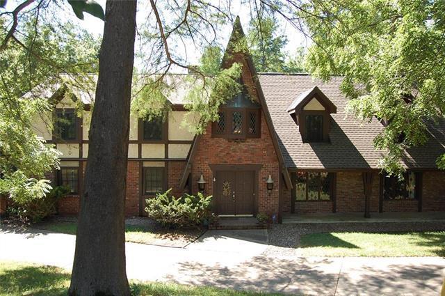 4015 N Briarcliff Road, Kansas City, MO 64116 (#2119397) :: Edie Waters Network