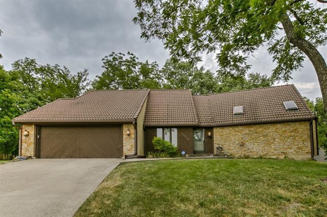 17214 W 70th Street, Shawnee, KS 66217 (#2119411) :: Char MacCallum Real Estate Group