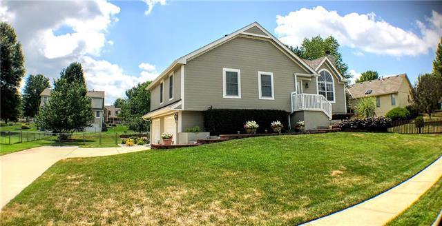 605 Oak Drive, Raymore, MO 64083 (#2119414) :: Edie Waters Network