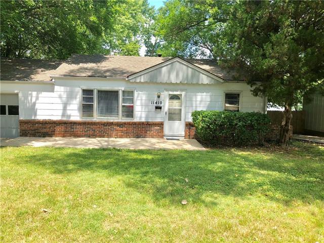 11410 W 68th Terrace, Shawnee, KS 66203 (#2119448) :: Char MacCallum Real Estate Group