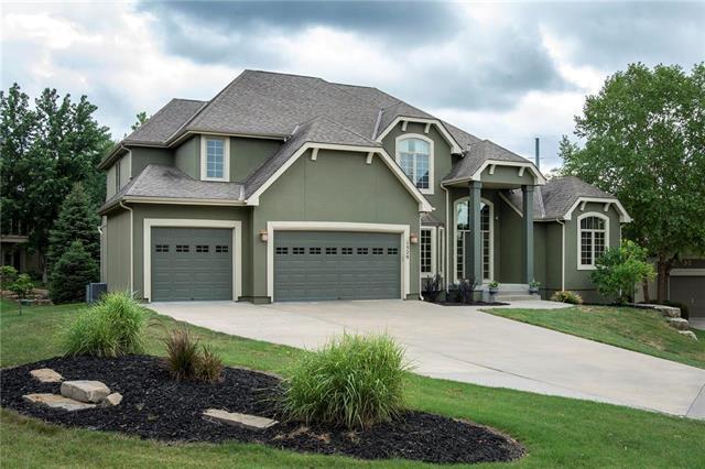 1529 NE Woodland Shores Terrace, Lee's Summit, MO 64086 (#2119556) :: Kansas City Homes