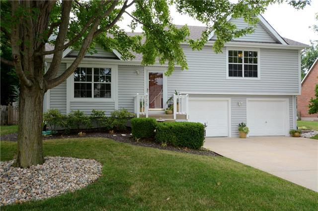 725 SE 10th Terrace, Lee's Summit, MO 64081 (#2119567) :: Kansas City Homes