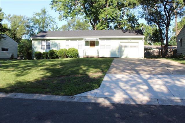 7306 Woodson Street, Overland Park, KS 66204 (#2119582) :: Char MacCallum Real Estate Group