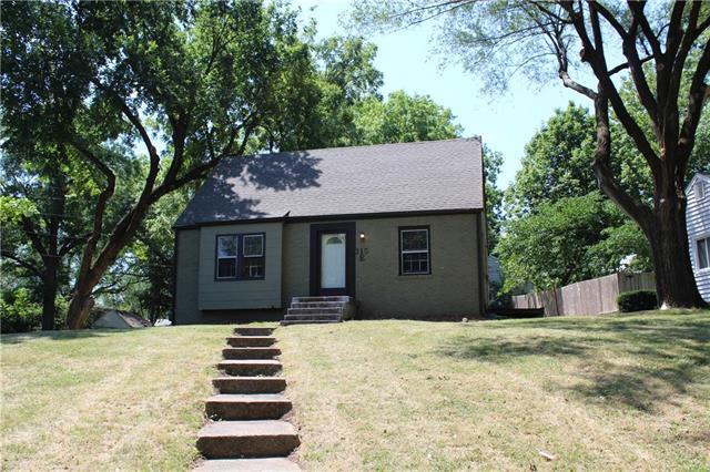 115 E Pocahontas Lane, Kansas City, MO 64114 (#2119591) :: Edie Waters Network