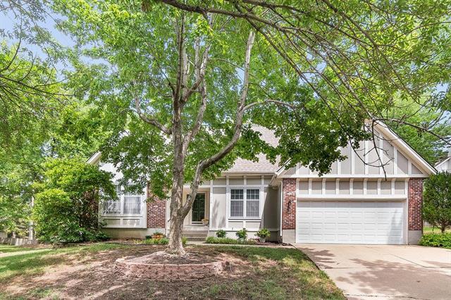 11449 Conser Street, Overland Park, KS 66210 (#2119608) :: Char MacCallum Real Estate Group