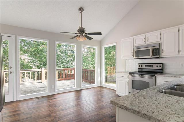 15200 Maple Court, Overland Park, KS 66223 (#2119628) :: Char MacCallum Real Estate Group