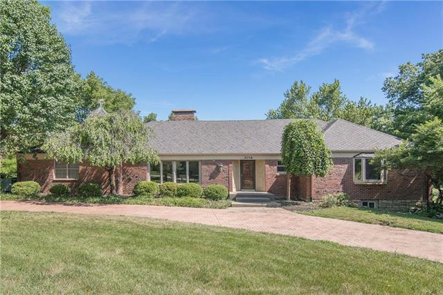 2016 W 95TH Street, Leawood, KS 66206 (#2119633) :: Char MacCallum Real Estate Group