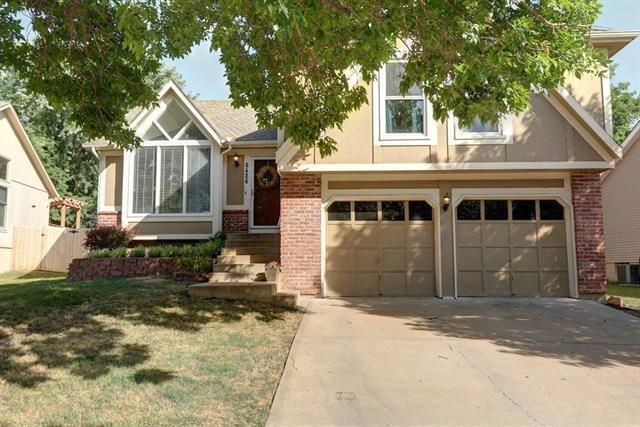 6426 Chouteau Street, Shawnee, KS 66226 (#2119640) :: Edie Waters Network