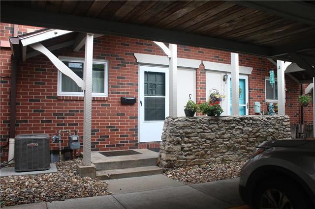 5552 W 97th Street, Overland Park, KS 66207 (#2119658) :: Char MacCallum Real Estate Group