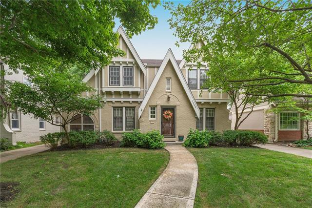1239 W 71st Terrace, Kansas City, MO 64114 (#2119674) :: Edie Waters Network