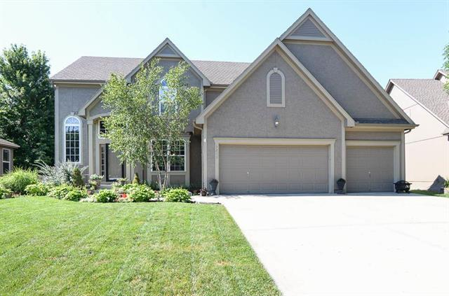 5213 W 158th Place, Overland Park, KS 66224 (#2119676) :: Char MacCallum Real Estate Group