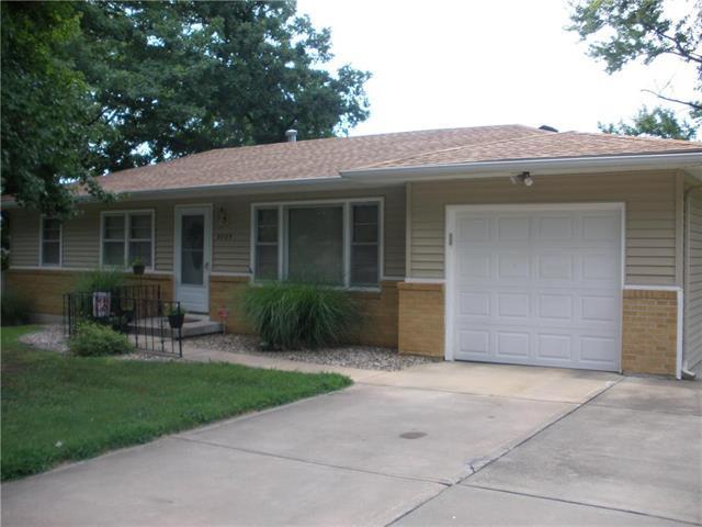 8504 Troup Avenue, Kansas City, KS 66112 (#2119685) :: Edie Waters Network