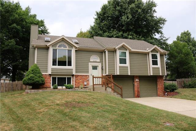 5630 Mccormick Drive, Shawnee, KS 66226 (#2119692) :: Char MacCallum Real Estate Group