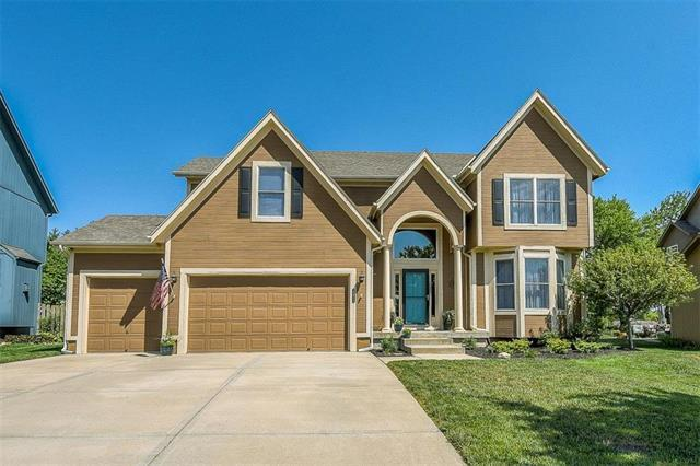 21814 W 95th Terrace, Lenexa, KS 66220 (#2119712) :: Char MacCallum Real Estate Group
