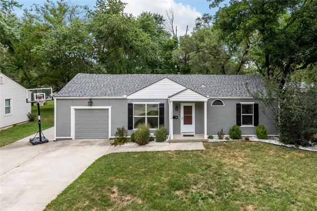 11224 W 69th Street, Shawnee, KS 66203 (#2119723) :: Char MacCallum Real Estate Group