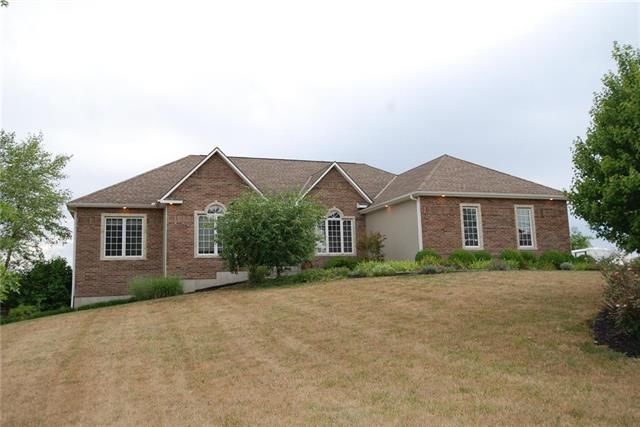 16401 Leavenworth Road, Basehor, KS 66007 (#2119746) :: Edie Waters Network
