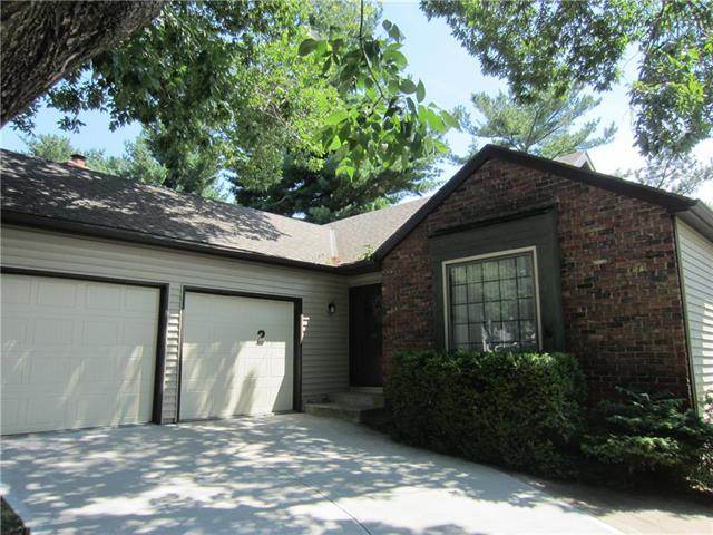 2 Stratford Place, St Joseph, MO 64506 (#2119771) :: Edie Waters Network