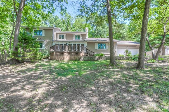 1445 Independence Court, Leavenworth, KS 66048 (#2119782) :: Edie Waters Network