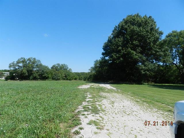 7270 K-68 Highway, Louisburg, KS 66053 (#2119783) :: Edie Waters Network