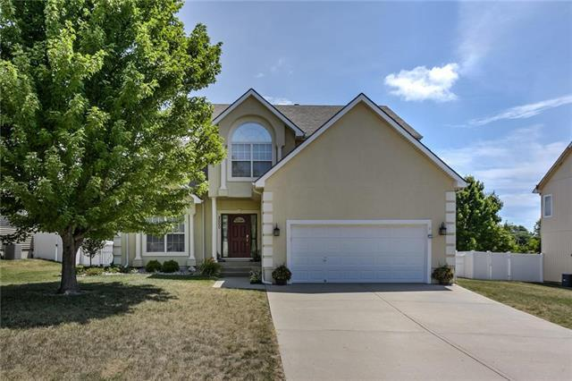 2000 NE Sparta Drive, Blue Springs, MO 64029 (#2119881) :: The Shannon Lyon Group - ReeceNichols