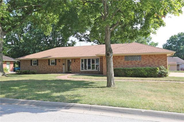 8011 Washington Avenue, Kansas City, KS 66112 (#2119884) :: Edie Waters Network