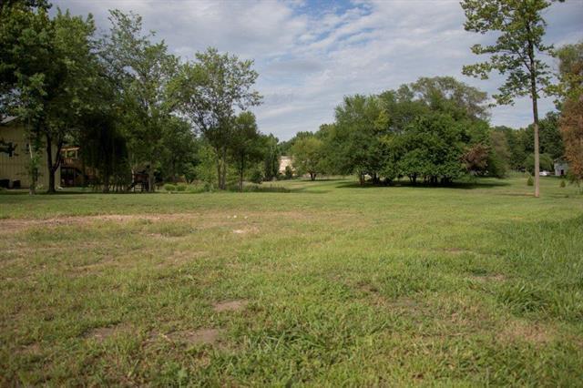 16017 Riggs Road, Overland Park, KS 66085 (#2119898) :: Edie Waters Network