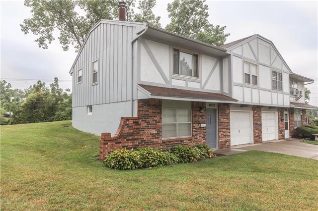 10523 E 41st Terrace, Kansas City, MO 64133 (#2119907) :: Edie Waters Network