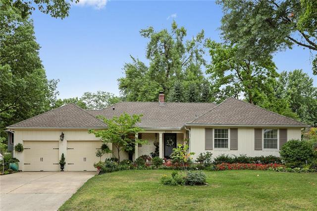 4701 W 77th Street, Prairie Village, KS 66208 (#2119937) :: Team Real Estate