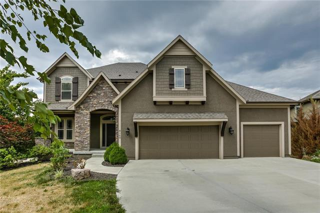 8160 Bittersweet Drive, Lenexa, KS 66220 (#2120170) :: Edie Waters Network