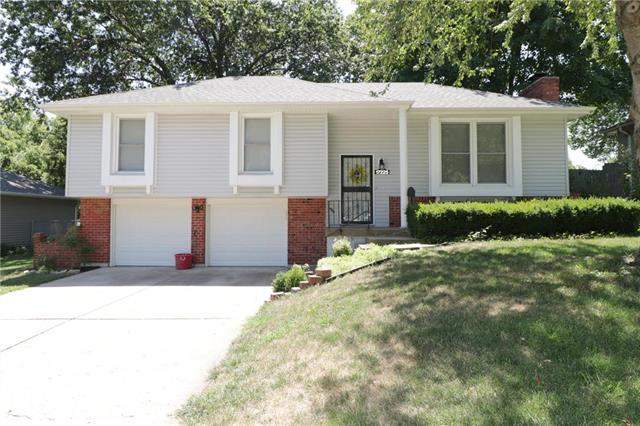 17225 E 40th Terrace, Independence, MO 64055 (#2120186) :: Edie Waters Network