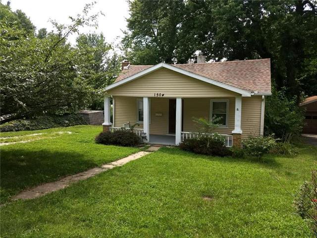 1504 S Pleasant Street, Independence, MO 64055 (#2120189) :: Edie Waters Network