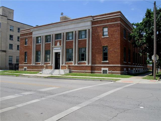 102 S National Avenue, Fort Scott, KS 66701 (#2120358) :: Char MacCallum Real Estate Group