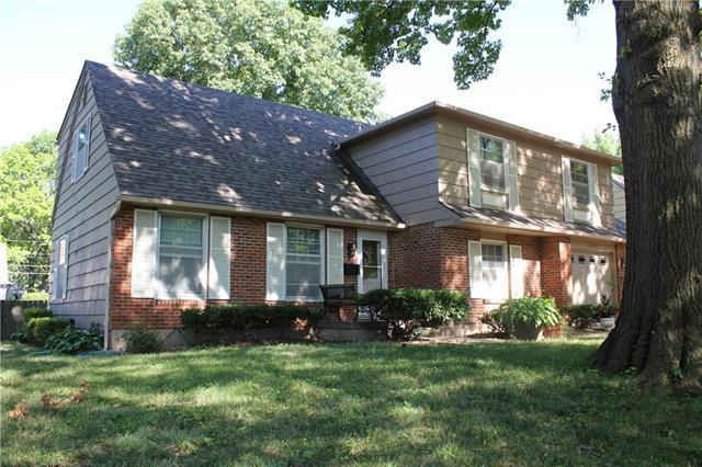 10407 Bales Avenue, Kansas City, MO 64137 (#2120406) :: Edie Waters Network