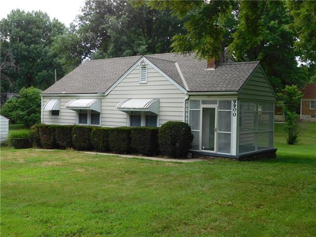 9900 E 35th Terrace, Independence, MO 64052 (#2120440) :: Edie Waters Network