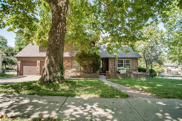 4006 Birchwood Drive, Kansas City, MO 64137 (#2120565) :: Edie Waters Network