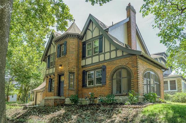 401 E 72nd Terrace, Kansas City, MO 64131 (#2120609) :: Edie Waters Network