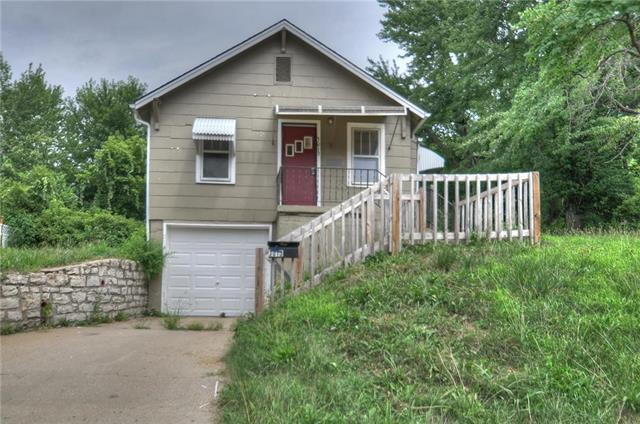 3013 S Sterling Avenue, Independence, MO 64052 (#2120633) :: No Borders Real Estate