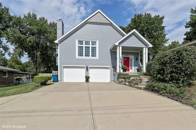 7728 NW Eastside Drive, Weatherby Lake, MO 64152 (#2120671) :: NestWork Homes