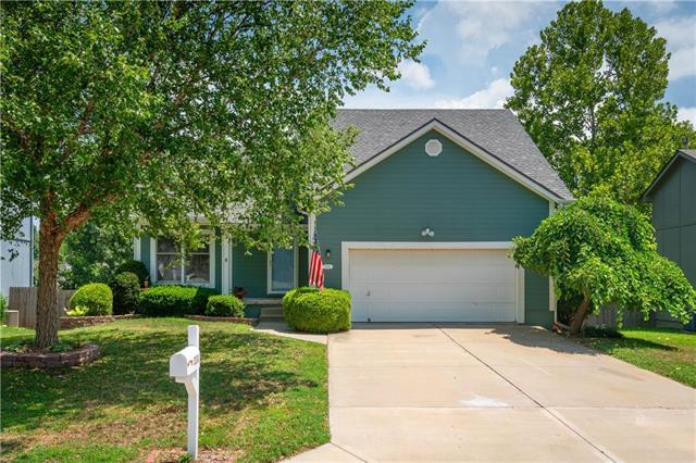 2210 NW Cove Drive, Blue Springs, MO 64015 (#2120733) :: Edie Waters Network