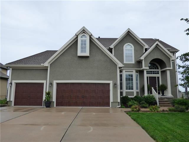 1028 SW Whistle Drive, Lee's Summit, MO 64082 (#2120868) :: Edie Waters Network