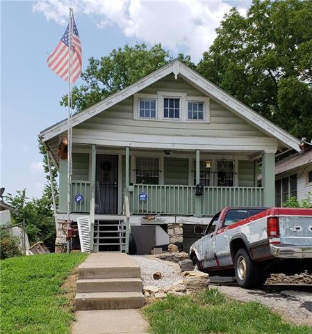 4942 Highland Avenue, Kansas City, MO 64110 (#2120885) :: Edie Waters Network