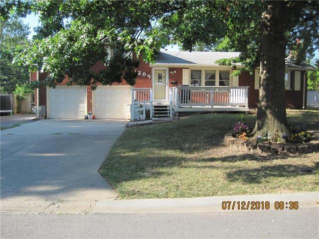 1205 NE 68th Terrace, Gladstone, MO 64118 (#2120927) :: Edie Waters Network