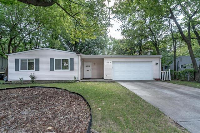 5019 Rock Creek Lane, Mission, KS 66205 (#2120959) :: Team Real Estate