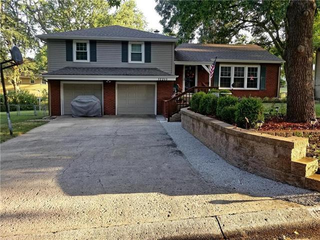 12205 E 49 Street, Independence, MO 64055 (#2121043) :: Edie Waters Network