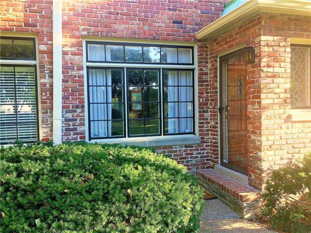 8389 Somerset Drive, Prairie Village, KS 66207 (#2121059) :: Edie Waters Network